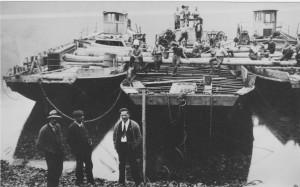 Bruno, 1927 in der Matt gehoben, daneben: Flieger und Rigi