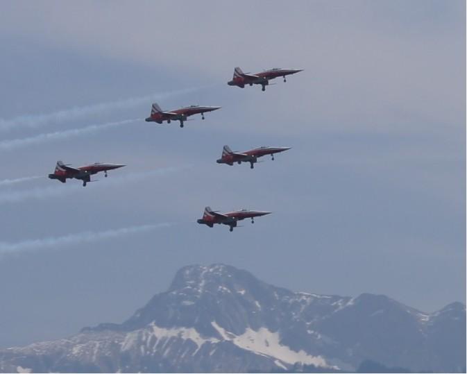 Patrouille Suisse, Training über Buochs, Hintergrund Oberbauen Donnerstag, 9. Juni 2011, 11-15-22