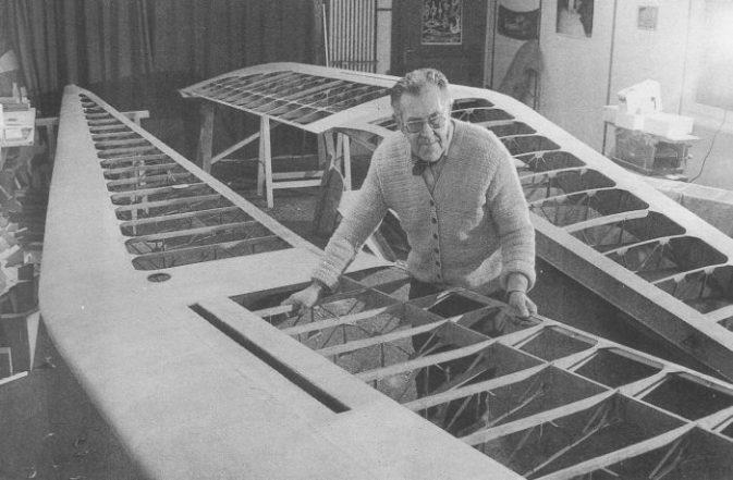 Die Minimoa HB-282 wird in Ruedi Sägessers Werkstatt in Thörigen totalrevidiert (1984) Bild IG Albatros