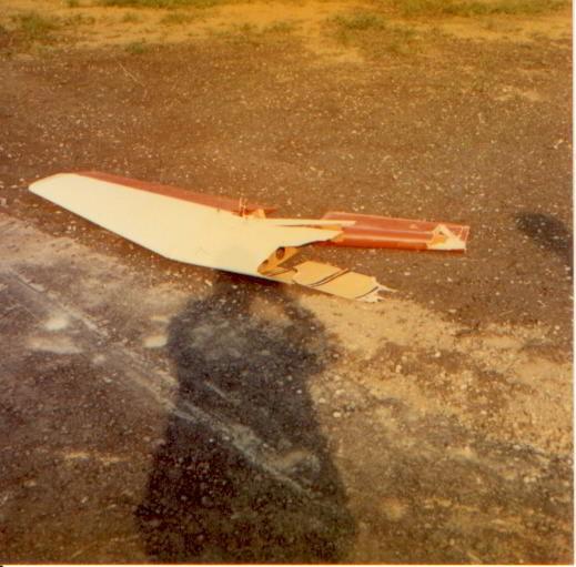 Stabilo KA-8, HB-920 Zusammenstoss LS-1, HB-1083 mit HB-920. Die LS krachte von hinten und von unten nach oben in die Ka8. Bader-Pappet