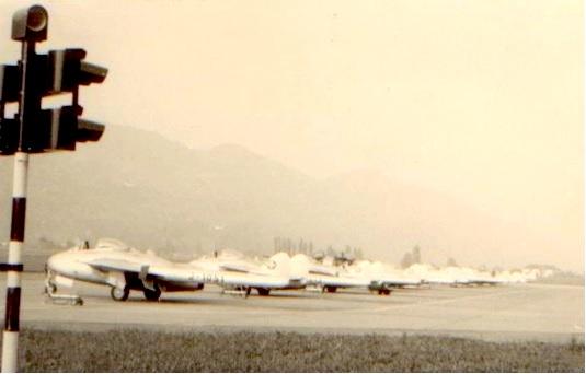 """Eine Staffel """"Alpensegler"""", DH - 100 """"Vampire"""" in Buochs"""
