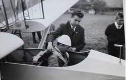 Baden Powell of Mattgrat, Louis Hammer wird angeseilt. Bild Gruppenbuch SGN, im Hintergrund Herbie Odermatt, rechts, Sepp Häfliger