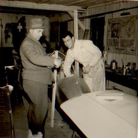 Albert Camenzind am Moswey HB-309 mit seinem Vater, dem Malermeister bei Pilatus - Bild: Herbert Odermatt