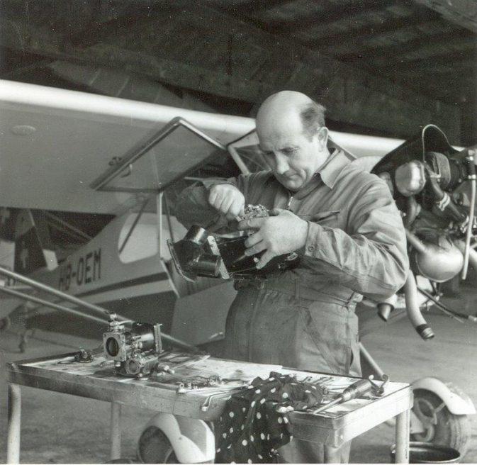 High-Street - Hans Hochstrasser, Werkstattchef und Schlepp-Pilot; Foto René Vetterli