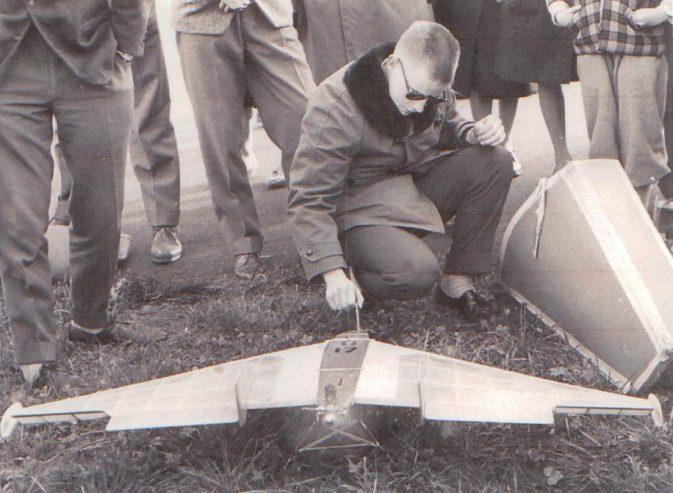 Biki Delta: Startvorbereitung an einem Wettbewerb auf dem Flugplatz Buochs Anfangs der 60-er Jahre; Foto: Primus Wyrsch