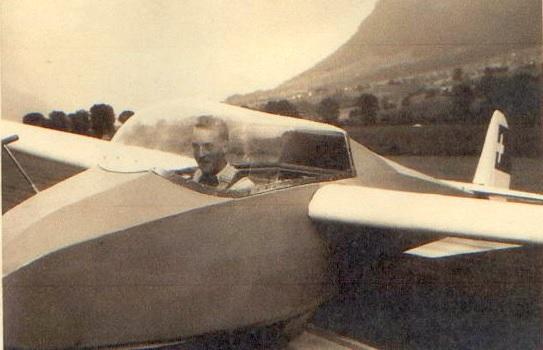 Sitzprobe und geistige Vorbereitung im Cockpit der Mü 13 E - Foto: Primus Wyrsch)